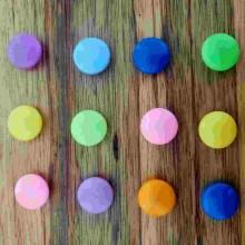 12 כפתורי מגנט צבעוניים