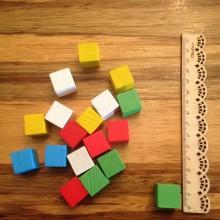 """קוביות עץ קטנות 1.8 ס""""מ צבעוניות"""