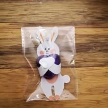 1 יחידה - ארנב מחבק לב שוקולד בשקית צלופן