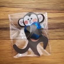 1 יחידה - קוף מחבק לב שוקולד בשקית צלופן