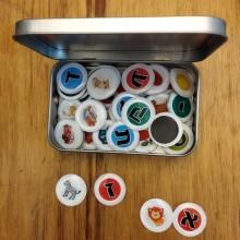 משחק כפתורי אות פותחת מגנטי בתוך קופסת פח