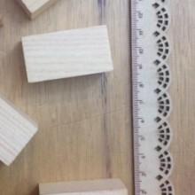 קוביות מלבן מעץ