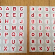 חבילת מדבקות אנגלית אות גדולה+אות קטנה צבע אדום