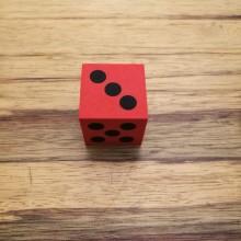קוביית משחק מסול אדום