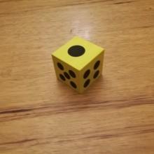 קוביית משחק מסול בצבע צהוב