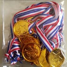 12 מדליות