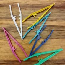 פינצטה אחת בצבעים שונים